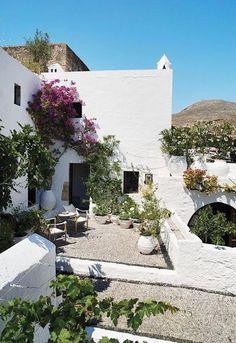 CASA TRÈS CHIC: REVISTA DE FIM DE SEMANA mediterranean style courtyard #mediterranean #courtyard
