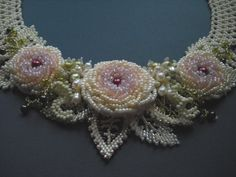 rose collar:i need pattern  pleasssssssssse