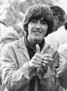 Beatle George Harrison giving his thumps up! Foto Beatles, Beatles Love, Les Beatles, Beatles Photos, John Lennon Beatles, George Beatles, Beatles Band, Liverpool, Actor