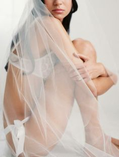 bridal boudoir shoot inspiration | via: grey likes weddings