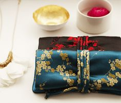 modern - color pop - emphasis on texture of jewelry rolls Jewelry Roll, Hair Jewelry, China Image, Chinese Design, Asian Decor, Silk Brocade, Fabulous Fabrics, Needle And Thread, Other Accessories