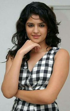 Deeksha Seth Exposed In Black Saree Bollywood Bikini, Bollywood Actress, Beautiful Girl Photo, Beautiful Gorgeous, Hottest Pic, Hottest Models, Indian Film Actress, Indian Actresses, Nayanthara Hairstyle