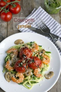 Zucchini with shrimp – Brenda Boils! Healthy Recipes, Veggie Recipes, Low Carb Recipes, Cooking Recipes, Courgetti Recipe, I Love Food, Good Food, Food During Pregnancy, Weigt Watchers