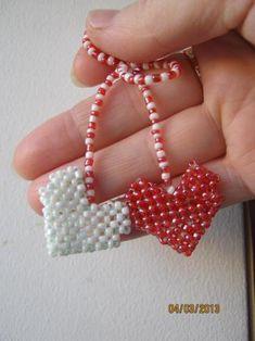 Мэрцишор Art For Kids, Crafts For Kids, 8 Martie, Native American Jewelry, Beaded Jewelry, Beads, Crochet, Bracelets, Diy
