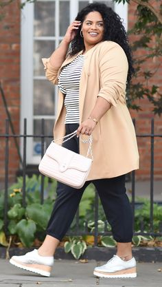 Plus Size Fashion:Looking put together during the fall can still feel cozy—reach for cropped joggers and platform sneakers. size fall outfits with tennis shoes Sneakers Outfit Work, Sneaker Outfits Women, Sneakers Fashion Outfits, Platform Sneakers Outfit, Athleisure Outfits, Look Plus Size, Plus Size Women, Plus Size Fall Outfit, Plus Size Outfits