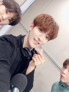 💫 Soonyoung and dk and kwan Seungkwan, Wonwoo, Jeonghan, Carat Seventeen, Seventeen Debut, Hoshi, Seventeen Lee Seokmin, Hip Hop, Old School Radio