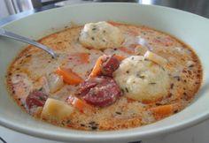 Kolbászos krumpligombóc-leves recept képpel. Hozzávalók és az elkészítés részletes leírása. A kolbászos krumpligombóc-leves elkészítési ideje: 45 perc Soup Recipes, Keto Recipes, Cooking Recipes, Hungarian Recipes, Hungarian Food, Dumplings For Soup, Sausage Potatoes, Eat Pray Love, Low Carb Keto