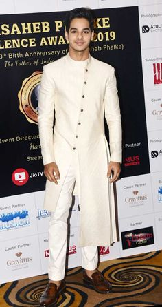 Ishaan Khatter sported an ivory white asymmetrical sherwani for the event held in the city. Sherwani For Men Wedding, Wedding Dresses Men Indian, Wedding Outfits For Groom, Wedding Dress Men, Dress Suits For Men, Men Dress, Boys Kurta Design, Mens Ethnic Wear, Cool Outfits For Men