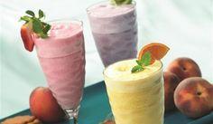 INGREDIENTS 1 cup sugar free vanilla ice cream or frozen yogurt 1 cup skim milk Fruit Smoothie Recipes, Milkshake Recipes, Milkshakes, Vanilla Ice Cream, Refreshing Drinks, Frozen Yogurt, Sugar Free, Berries, Beverages