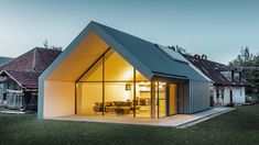 5 Modern Eco-Friendly Prefab Homes You Can Order Right Now – My Life Spot Minimalist Architecture, Sustainable Architecture, Contemporary Architecture, Architecture Design, Contemporary Design, Shed Homes, Prefab Homes, Modern Barn House, Design Exterior