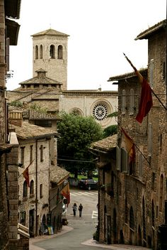Assisi, Via Fontebella und Chiesa di San Pietro |
