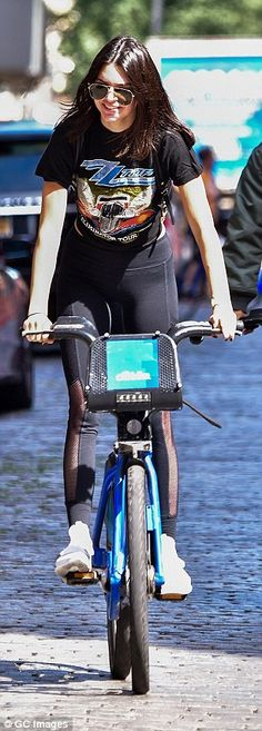 Kendall Jenner shows off her toned figure as she rides Citi bike in New York | Daily Mail Online