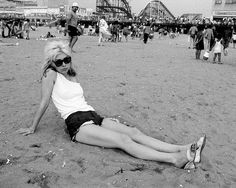 Debbie Harry is looking cute and casual in this photo, taken at Coney Island, before her meteoric rise to fame as the lead singer of the new wave band, Blondie. Starting in Blondie produced several hit songs in the United States and the United Kingdom. Blondie Debbie Harry, The Snake, The Bangles, Studio 54, Coney Island, Celine, Photo Star, Chelsea Hotel, Joey Ramone
