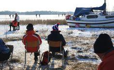 'Rond de Wiedentocht' - 7 februari 2012:  Bij stempelpost/ koek-en-zopie (hierna weer over de Veneweg klunen - na de ronde over de Belterwijde terug naar de Beulakerwijde om daar de '8' af te maken)    schaatsen, natuurijs