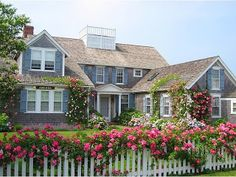 Cottage with great curb appeal Beach Cottage Style, Coastal Cottage, Cottage Homes, Beach House, Nantucket Cottage, Nantucket Island, Coastal Living, Style At Home, Future House