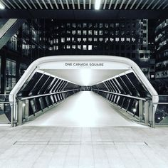 Future paths #subway #subterraneo #structure #architecture #arquitectura #designs #art #futuristic #modern #path #crossing #connection #canarywharf #financialdistrict #onecanadasquare #money #greed #bankers #stockmarket #london #winter #eastlondon #love #investing #simmetry by ibtbfree