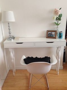 Stunning white console table ikea design with white shaded table lamp and white chair with black Ikea Design, White Console Table Ikea, Console Tables, Dining Table, Ikea Ekby, Hacks Ikea, Ikea Decor, Ikea Alex, Desk Shelves