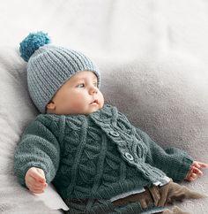 Ce bonnet allie le ' fil NEIGE ' et la 'Laine PHIL HARMONY', pour des couleurs de saison. Tricoté au point jersey, côtes 2/2, ce bonnet protègera chaleureusement la tête de bébé. Une pièce supplémentaire est tricotée sur le dessus du bonnet pour un effet boule de neige. Modèle tricot n°35 du catalogue 93 : Layette automne hiver