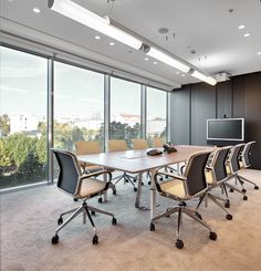 Natixis Bank, Moscow +++ Board room furnished by Bene with T-Meeting table & Filo conference chairs
