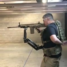 """16.4 k gilla-markeringar, 859 kommentarer - IMPROVISE / ADAPT / OVERCOME🔥 (@military) på Instagram: """"Useful or useless? Extra arm could be handy but how does it affect aiming?"""""""