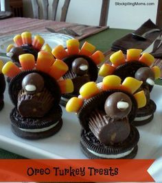 This oreo turkey treat is perfect to make with the kids on Thanksgiving!