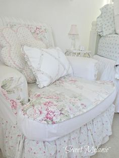 Shabby Chic furniture and style of decor displays more 'run down' or vintage items, or aged furniture. Shabby Chic is the perfect style balanced inbetween vintage and luxury, or '… Shabby Chic Mode, Shabby Chic Chairs, Estilo Shabby Chic, Romantic Shabby Chic, Shabby Chic Bedrooms, Shabby Chic Cottage, Shabby Chic Furniture, Shabby Chic Decor, Bedroom Furniture
