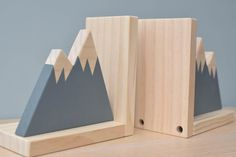 Gray Mountain Bookends Bookends for Kids Child Bookend Woodland Nursery Decor, Woodland Theme, Woodworking For Kids, Woodworking Projects, Small Wood Projects, Diy Projects, Plywood Furniture, Diy Furniture, Diy Holz