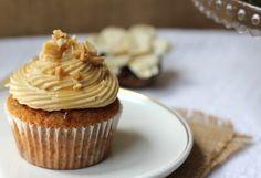 Cupcakes de plátano y chocolate con frosting de cacahuete y miel