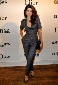 Marisa Tomei Jumpsuit - Maris wears a sexy business style jumpsuit with sassy curls and black clutch. Marisa Tomei Spiderman, Marisa Tomei Hot, Marissa Tomei, Business Fashion, Business Style, Classic Actresses, Black Clutch, Matthew Mcconaughey, Sofia Coppola