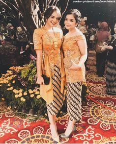 Dress Brokat Modern, Kebaya Modern Dress, Kebaya Dress, Modern Batik Dress, Kebaya Hijab, Dress Pesta, Model Dress Batik, Model Kebaya Modern, Dress Brukat