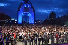 MÁS DE 5 MIL PERSONAS ACUDIERON AL MAGNO CONCIERTO THE BEATLES. AYER, HOY Y MAÑANA