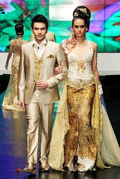 ~ Living a Beautiful Life ~ Anne Avantie 2012 Kebaya Lace, Kebaya Dress, Batik Kebaya, Kebaya Brokat, Javanese Wedding, Indonesian Wedding, Bridal Gowns, Wedding Gowns, Modern Kebaya
