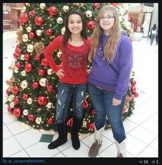Shoppers loved posing by our trees! #commercialdecor #seasonaldecor #holidays