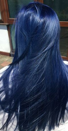 Latest trend in hair: Are you ready for navy blue hair? The popularity of navy blue hair is increasing! We are used to blue hair, pink, what about navy blue? Hair Color Streaks, Hair Dye Colors, Hair Color Blue, Cool Hair Color, Nice Hair Colors, Dark Blue Hair Dye, Bright Blue Hair, Blue Hair Highlights, Navy Blue