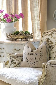 Well, if you're the one who is so obsessed with the classic and elegance European continental room, you may try this French country decor ideas as a way to realize your dream of having European style home design. Famous for… Continue Reading → French Country Kitchens, French Country Bedrooms, French Country Living Room, French Country Cottage, French Country Style, European Style, Rustic French, Country Décor, Country Charm