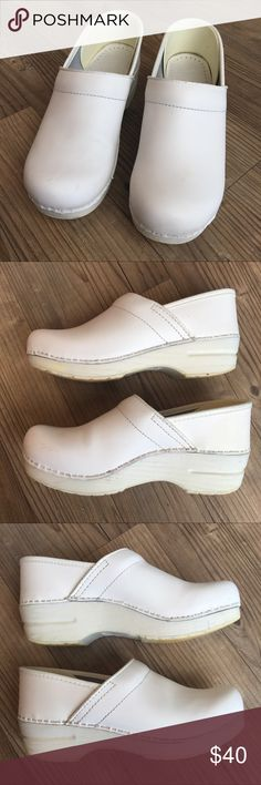 Dansko Leather Clogs White - Nursing Shoes! Women'sProfessional Dansko Clogs inWhiteBox Leather Size 38 or US 7.5 - 8 Shoes are in good condition - some marks and scuffs from wearing but they are minimal - perfect for nurses or any other medical profession! Structurallyshoes are also in great condition Retail Price $119 ** Dansko Shoes Mules & Clogs