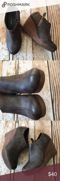 """Dr. Scholl's Harlie brown booties size 7.5 Dr. Scholl's Harlie brown distressed like look booties. True comfort size 7.5 like new condition. Worn 1-2 times. 3.5"""" heels.  🍥Bundle deals available (I carry various sizes and brands in my closet): 2 items 10% off, 3 items 15% off, 4 items or more 20% off.  🍥No trades, modeling, or lowball offers please. 🍥All reasonable offers accepted only through """"offer"""" button. Please submit offer willing to pay as I prefer to not counteroffer. 🍥I…"""