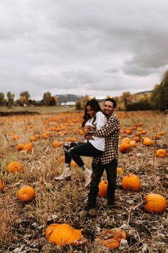 30 Sweet Fall Engagement Photo Ideas - Oh Best Day Ever pumpkin patch fall wedding engagement photo Fall Couple Pictures, Fall Photos, Fall Pics, Couple Pics, Cute Fall Pictures, Couple Goals, Couple Photography Poses, Autumn Photography, Apple Orchard Photography