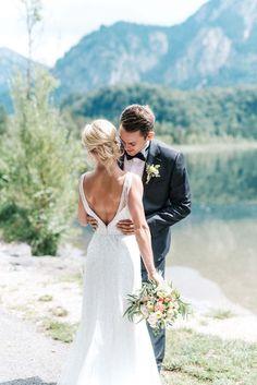 Aljona & Liam: pastellene Trauung am See MELANIE WIRTH http://www.hochzeitswahn.de/inspirationen/aljona-liam-pastellene-trauung-am-see/ #wedding #couple #lake