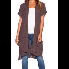 Free People Sloppy Pocket Mushroom Cardigan A Versatile addition to any wardrobe to cross all seasons! This mushroom coloured long cardigan is 87%cotton/ 13% Linen with open front, pouch pockets & split side seams. Size small Free People Sweaters Cardigans