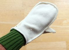 """Sweater to Mittens = Smittens DIY Looking for the perfect DIY gift? You can make a pair of cozy, warm, fleece lined mittens from a couple of outdated sweaters in under an hour. I like to call these """"Smittens."""" Your friends and family will love receiving … Sweater Mittens, Old Sweater, Crochet Mittens, Crocheted Hats, Mittens Template, Mittens Pattern, Sewing Hacks, Sewing Crafts, Sewing Tips"""