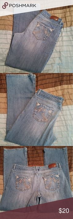 Maurices jeans size  11/12 short Nice Maurices jeans size 11/12 short... Good condition.. Smoke free home Maurices Jeans