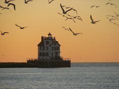 great lakes lighthouses | Lorain Lighthouse, Lake Erie – Protecting the shores of Lorain, Ohio ...