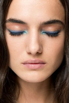 blue eyeshadow eyeliner, blue eye makeup, two blue colors eye makeup, - Maquillage - Make Up - Blue Eyeliner, Blue Eyeshadow, Blue Eye Makeup, Skin Makeup, Beauty Makeup, Color Eyeliner, Eyeliner Makeup, Eyeliner Pencil, Eyeshadow Palette