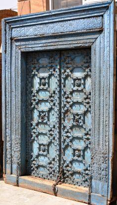 Eine #blaue #Tür aus Jodhpur: Wäre das nicht ein himmlischer Eingang zum #Treppenhaus eines Foyers?