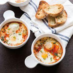 Baked Eggs with Tomatoes, Mozzarella and Oregano