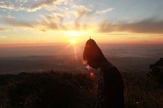GUNUNG UNGARAN ! Siapa yang belum kenal dengan gunung satu ini khususnya daerah Semarang.. Sebelumnya sudah pernah iseng iseng doang nyoba naek gunung pertama kalinya di Gunung Ungaran di Basecamp Mawar dengan minim banget peralatan dan logistik. Naik gunung kaga bawa tenda, sleeping bag, sepatu / sendal hiking, dll unsafety banget pokoknya dah! Emang sih …