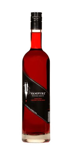 vampire vodka Fairytale Flick Taylor - we MUST have this for your Halloween party - and for the Breaking Dawn premiere ; Vampire Party, Vampire Love, Cocktail Drinks, Alcoholic Drinks, Cocktails, Halloween Drinks, Halloween Party, Halloween Treats, Alcohol Bottles