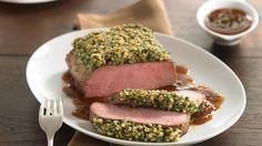Wir lieben die Kombination aus frischen Kräutern und saftigem Fleisch. Das Ergebnis: Kalbsrücken mit einer raffinierten Kräuterkruste.