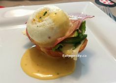 How to tips and tricks on poaching the perfect egg and super simple hollandaise sauce recipe! Food Pics, Food Pictures, Recipe For Hollandaise Sauce, How To Make Marshmallows, Perfect Eggs, Poached Eggs, Home Recipes, Super Simple, No Bake Cake